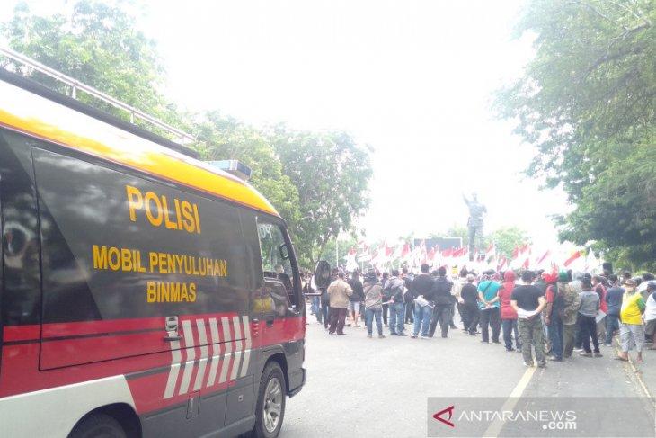 Polisi bubarkan aksi tolak HRS