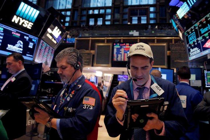 Wall Street dibuka lebih rendah,  akibat lonjakan kasus COVID-19
