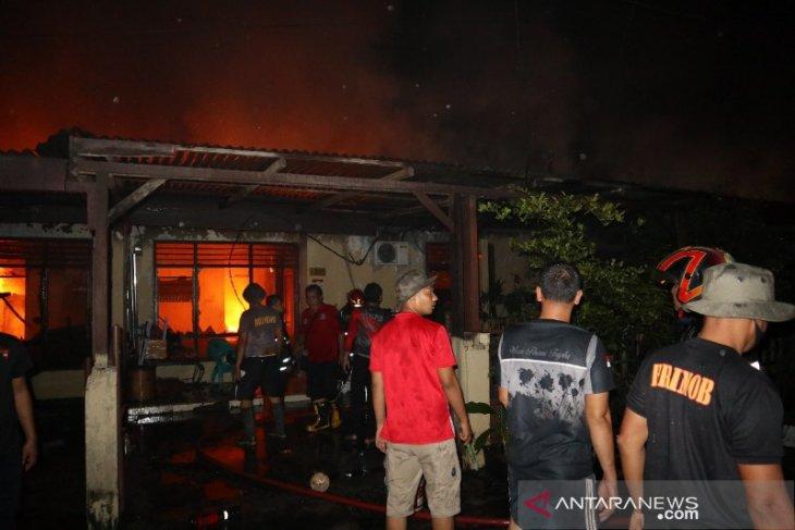 14 rumah di kompleks Asrama Brimob Polda Sumut terbakar