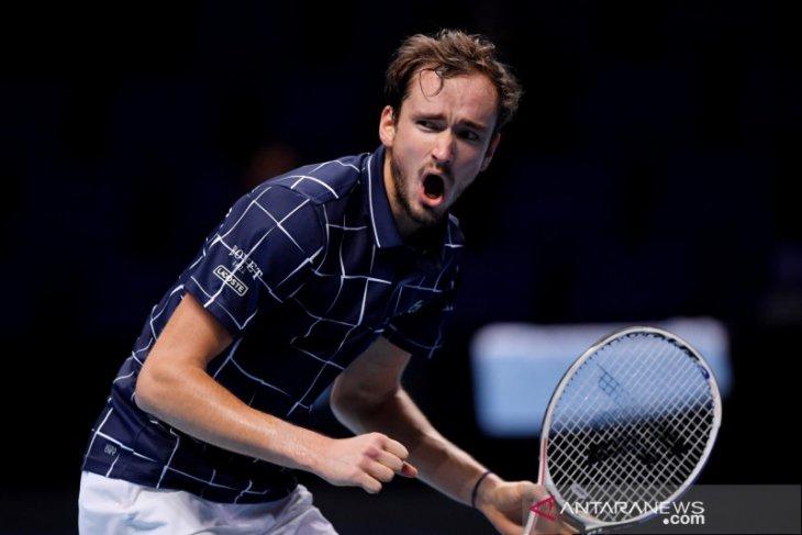 Medvedev kalahkan Nadal,  hadapi Thiem di partai puncak ATP Finals.
