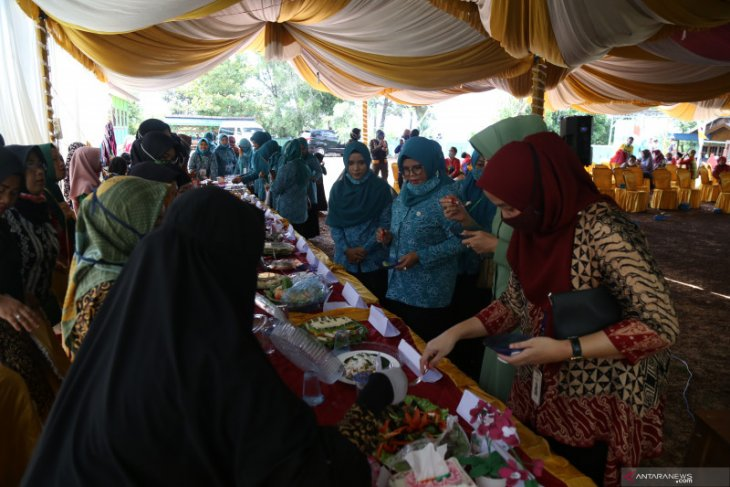Tanah Laut PKK competing snacks to make people creative