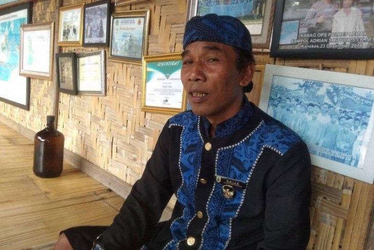 Tetua adat Suku Baduy musnahkan madu palsu