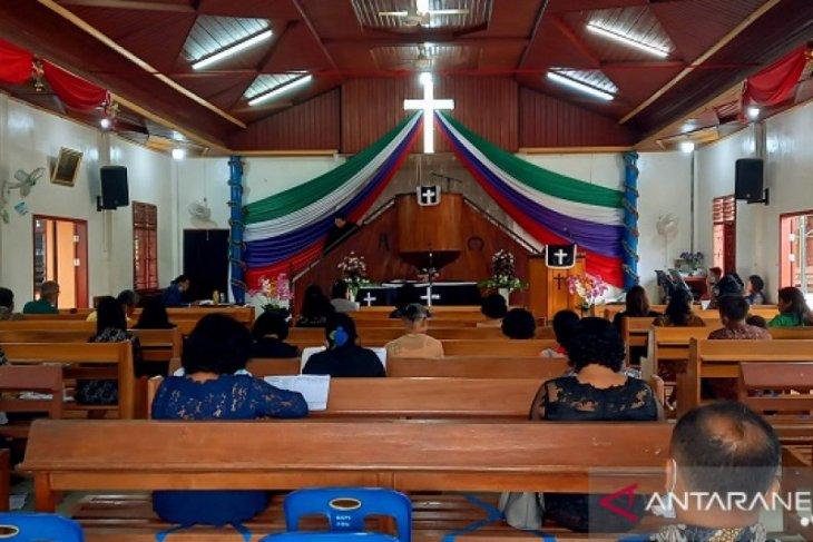 Penerapan prokes saat ibadah Minggu; lagu koor ditiadakan, jam masuk pun dibagi