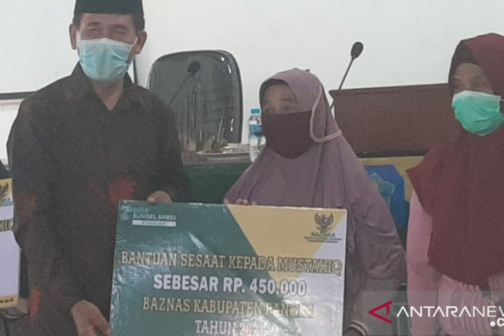 BASNAZ Bangka salurkan uang tunai bagi 2.000 orang