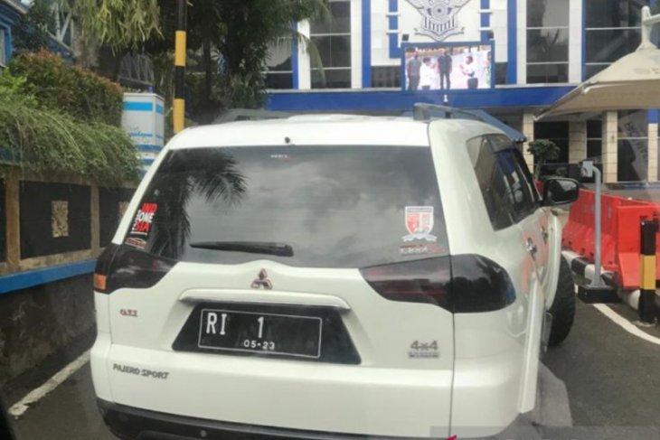 Mobil berplat palsu terobos Mabes Polri