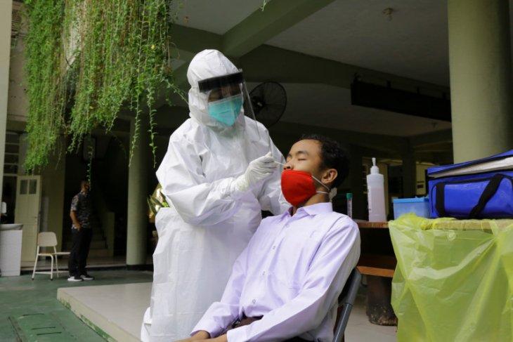 Ribuan pelajar SMP jalani swab jelang sekolah tatap muka