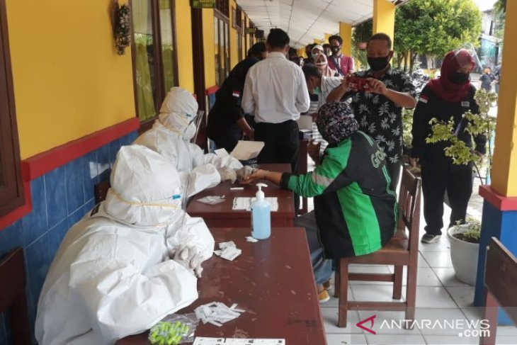 COVID-19 rapid testing commences for election supervisors in Medan