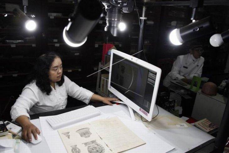Digitalisasi koleksi Museum Radyapustaka