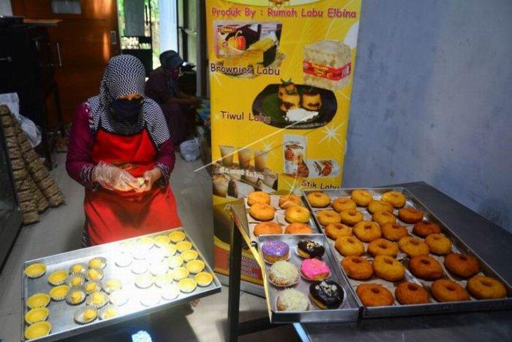 Produksi makanan berbahan labu