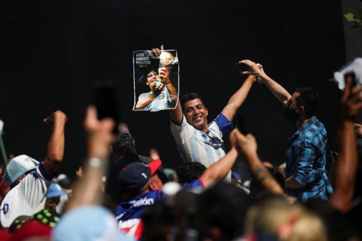 Potret kesetiaan Amerika Latin pada olahraga, ribuan antar Maradona ke pemakaman