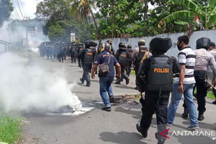 Polisi dan wartawan terluka saat kericuhan di Sorong