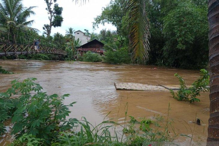 Warga HST khawatir luapan kali benawa dan sungai batang alai