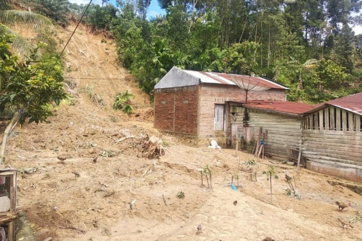 Curah hujan tinggi, 42 rumah di Simalungun tertimpa longsor