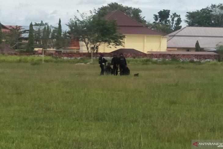Polisi ledakkan granat yang ditemukan warga di Pariaman