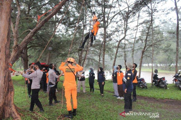 Polisi Mukomuko latihan bersama penanganan bencana alam