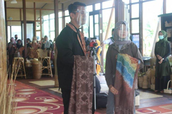 Pembukaan Bio Expo DPG dimeriahkan Fashion Show