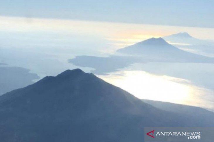 Mt Lewotolok eruption showered ash, gravels on Lembata District