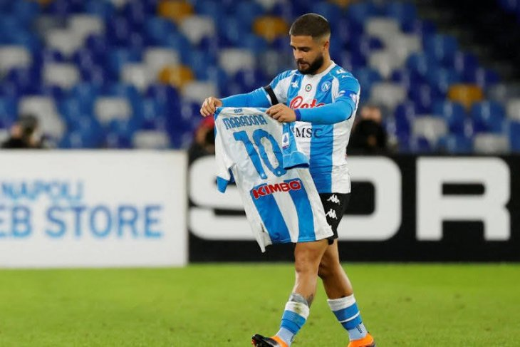 Napoli lanjutkan kenang Maradona dengan kemenangan besar 4-0 atas Roma