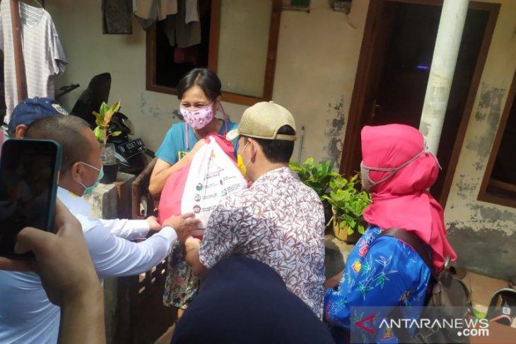 Kantor Pos Bekasi distribusikan ratusan ribu sembako Bantuan Presiden