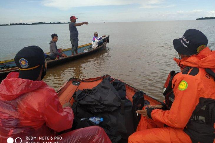 SAR Pontianak cari seorang penumpang sampan karam di Sungai Kakap