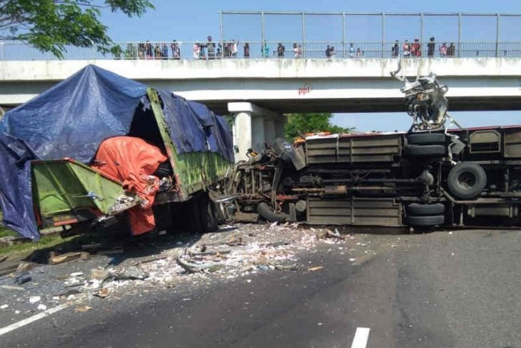 Ten killed in multi-vehicular collision on Cipali Toll Road