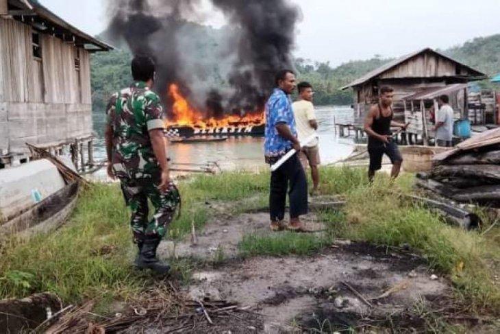 Kapal rombongan sosialisasi Pilkada KPU terbakar