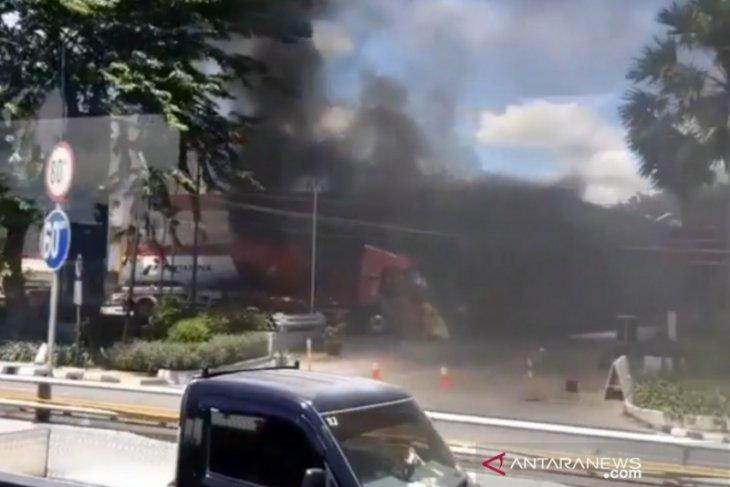 Truk tangki terbakar hingga terdengar dentuman di SPBU MT Haryono