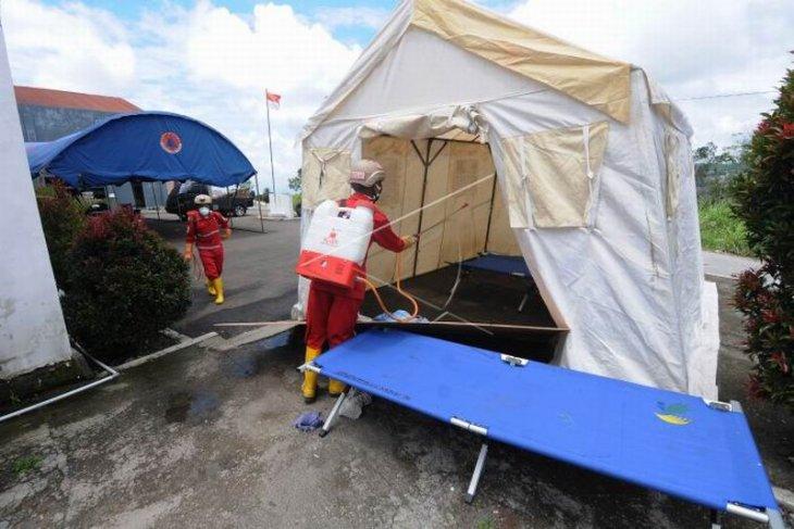 Pembasmian lalat di tempat pengungsian