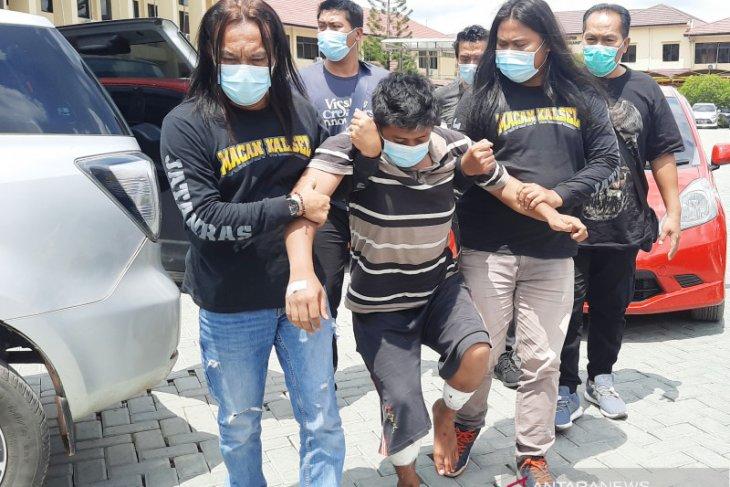 Dua tembakan di kaki hentikan pelarian begal sadis di Kalsel