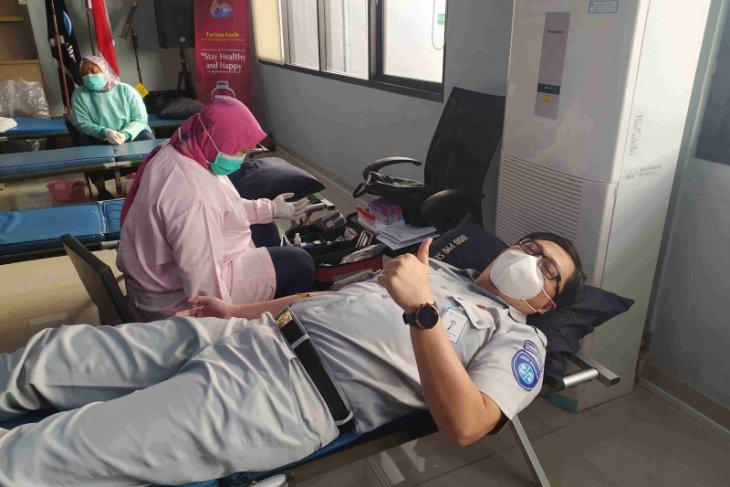 Jasa Raharja Banten isi HUT ke-60 kegiatan donor darah dan menanam pohon