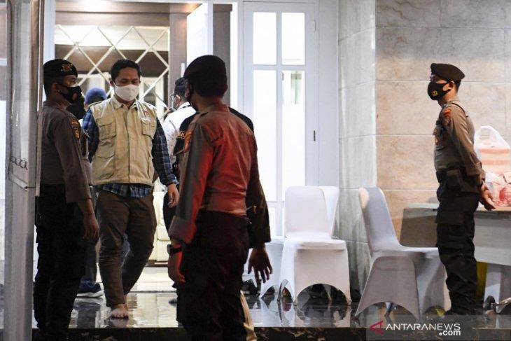 KPK geledah rumah dinas Edhy hingga klarifikasi azan jihad