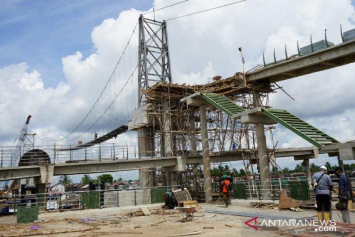 Petahana H Ibnu Sina persembahkan jembatan pulau Bromo