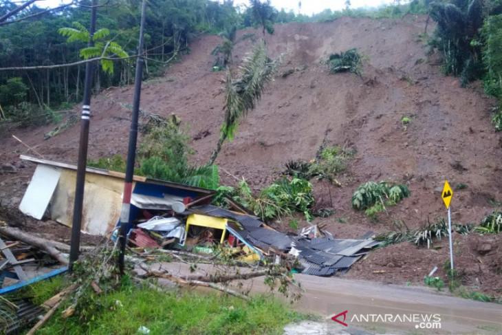 Puluhan rumah terancam runtuhan longsor