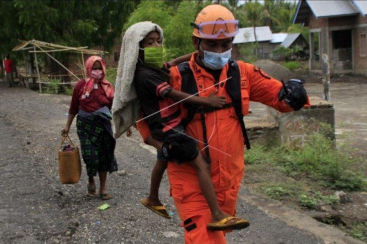 Evakuasi warga terdampak erupsi Ili Lewotolok