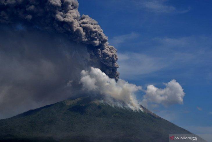 ESDM: Letusan Ili Lewotolok tak ada kaitan dengan gunung api lain