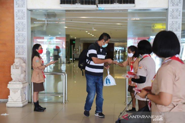 AP I-Pramuka Bali bagikan masker di Bandara Ngurah Rai
