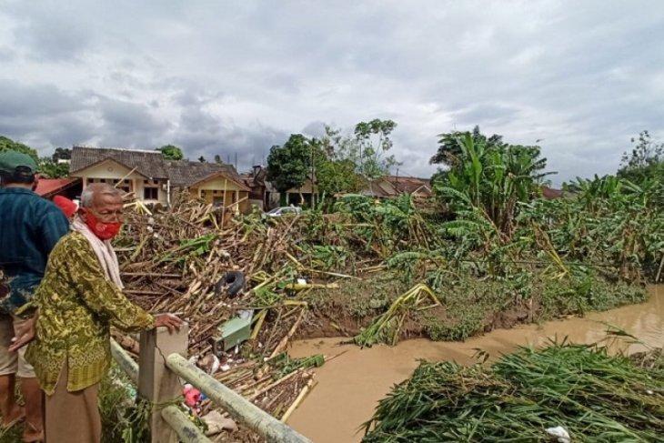 Lima meninggal akibat banjir di Tanjung Selamat