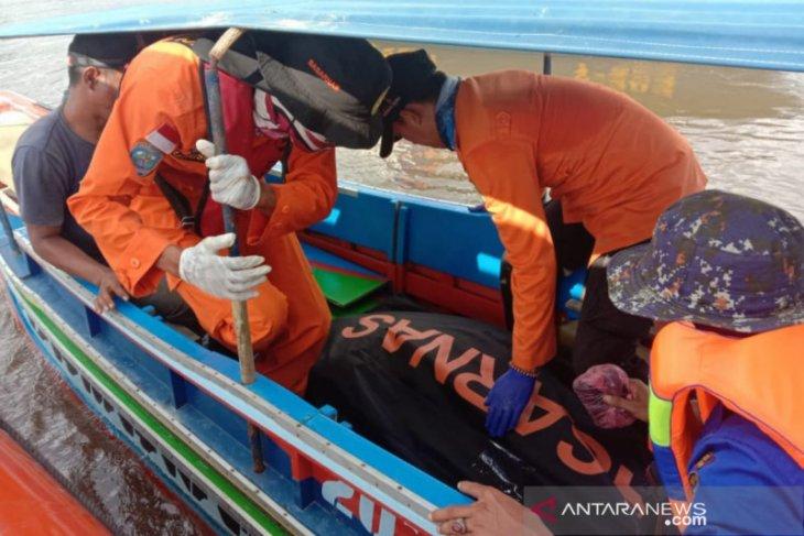 Juru mudi  kapal cepat yang tabrakan ditemukan meninggal