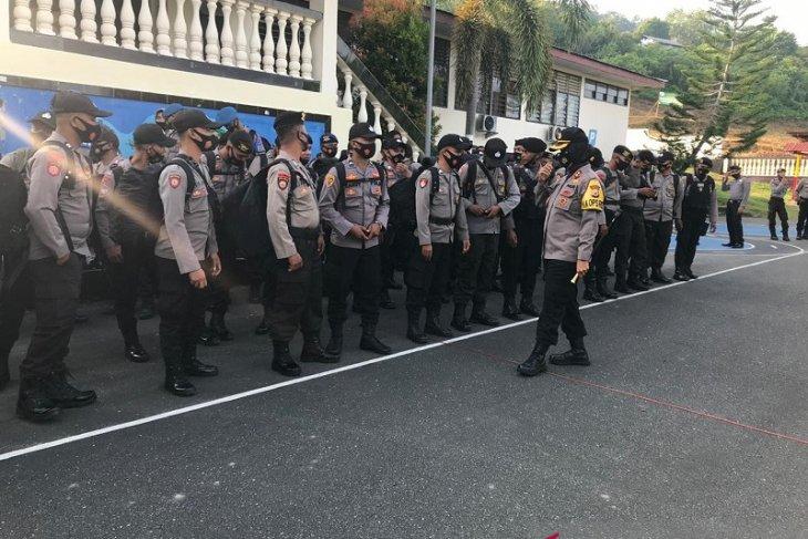 Kapolres Maluku Tengah lepaskan puluhan personel BKO ke Polres SBT