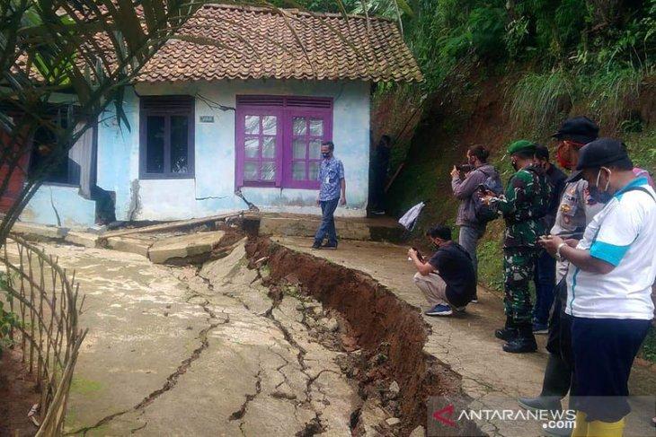 Bencana pergerakan tanah rusak 18 rumah warga di Garut