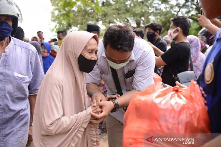 PT Timah bersama TNI-Polri bagikan sembako serta pengobatan gratis