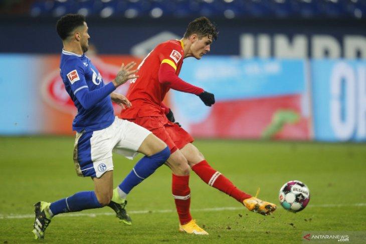 Leverkusen naik ke peringkat kedua setelah menang 3-0 di kandang Schalke