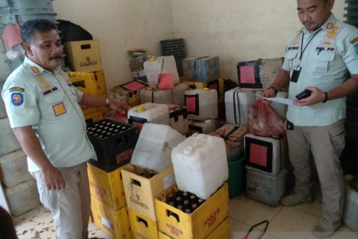 Ribuan liter arak disita jelang Tahun Baru