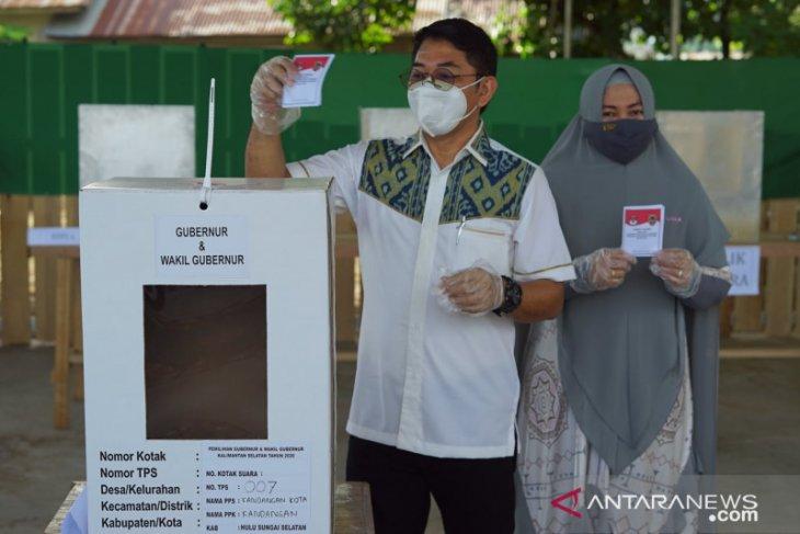 Wabup beserta istri gunakan hak pilih di TPS 07 Kandangan Kota