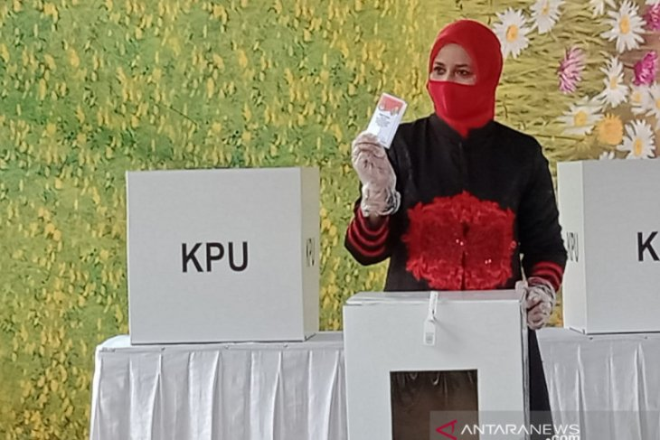 Pilkada Jember: Cabup petahana Faida akui kalah karena takdir
