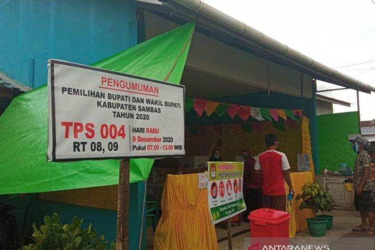 Masyarakat Sambas tidak khawatir mencoblos di TPS karena prokes ketat