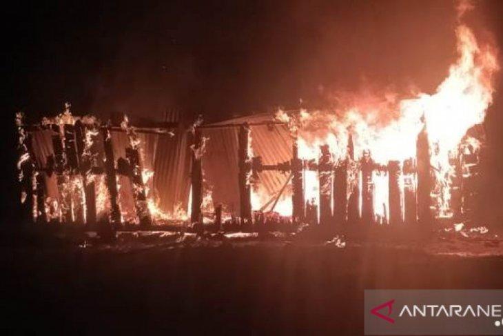 Seorang anak terbakar di Tolikara