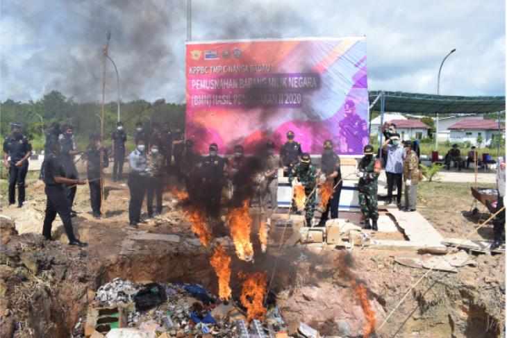 Bea Cukai Badau musnahkan 1,7 juta lebih rokok ilegal di batas RI-Malaysia