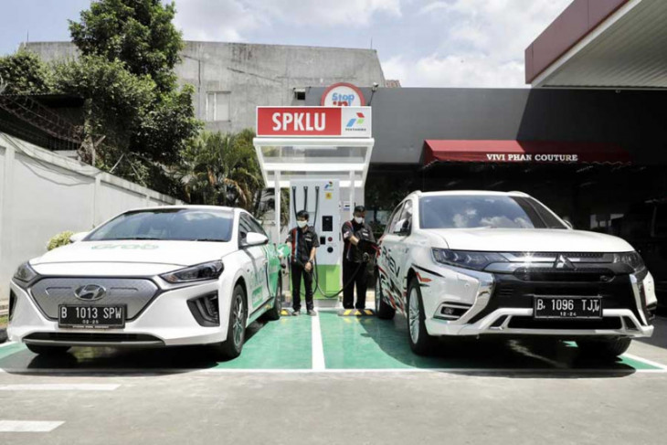 Ministry: 125,000 electric cars to hit the roads this year