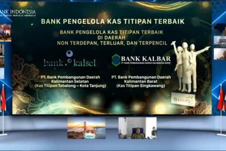 Bank Kalsel mendapatkan penghargaan dari Bank Indonesia